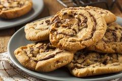Choklad Chip Peanut Butter Pinwheel Cookie Arkivfoton