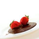 choklad doppad jordgubbe Arkivbilder