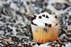 Choklad gå i flisor muffinen Arkivfoto