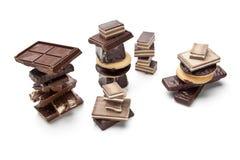 Choklad lappar på en vitbakgrund Arkivbilder