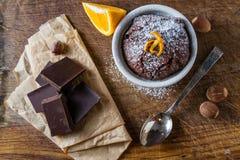 Choklad- och apelsinmuffin med kaffe Royaltyfri Bild