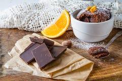 Choklad- och apelsinmuffin med kaffe Royaltyfri Foto