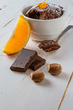 Choklad- och apelsinmuffin med kaffe Royaltyfria Bilder