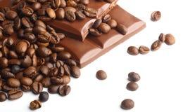 Choklad- och kaffebönor arkivfoton