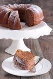 Choklad- och rött vincirkelkaka Royaltyfria Foton