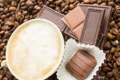 Choklad på kaffebönor Royaltyfri Fotografi