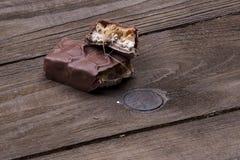 Choklad på tabellen Arkivfoto