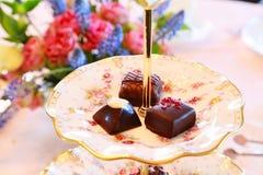 Choklad på tabellen Royaltyfria Bilder
