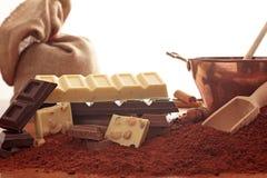 Choklad på vit bakgrund Royaltyfri Fotografi