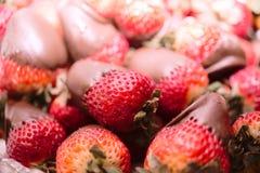 choklad räknade jordgubbar Fotografering för Bildbyråer