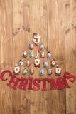 Choklad Santas, snögubbe och kex och bokstavsjul Arkivbilder
