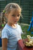 choklad som äter flickan Royaltyfri Fotografi