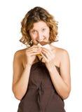 choklad som äter le kvinnabarn Arkivfoton