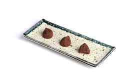 choklad vita isolerade tryfflar Arkivfoton