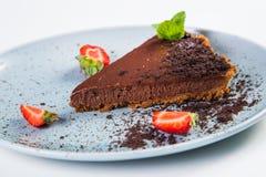 Chokladcake med jordgubben Royaltyfria Bilder
