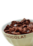 Chokladcornflakes, sädesslag och mjölkar arkivbilder