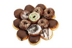 chokladdonuts Arkivfoto
