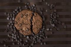 Choklade kakor på den bruna tabellvagnen Fotografering för Bildbyråer