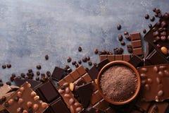 chokladefterrättmakroen pieces sött arkivfoton