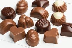 Choklader med olika former Arkivfoton
