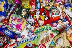Choklader och sötsaker för ungar Arkivfoto