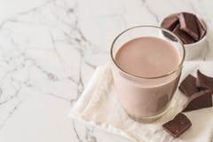 chokladexponeringsglas mjölkar royaltyfri foto