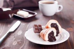 Chokladgiffel och kaffe ab Arkivbilder