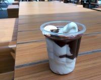 Chokladglassefterrätt Arkivbild