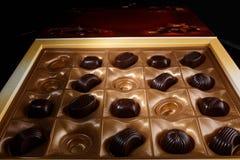 Chokladgodis i en ask Royaltyfri Foto
