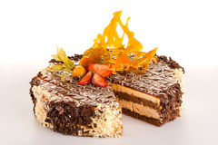 Chokladkaffetårta med carameljordgubben Arkivfoto