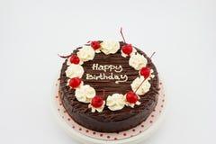 Chokladkaka, kaka för chokladfuskverk med meddelandet för lycklig födelsedag royaltyfri fotografi