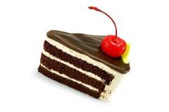 Chokladkaka med den röda körsbäret Royaltyfri Bild
