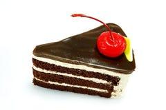 Chokladkaka med den röda körsbäret Royaltyfria Bilder