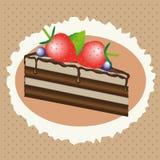 Chokladkaka med jordgubbar och blåbär Fotografering för Bildbyråer