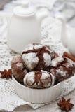 Chokladkaka med sprickor Arkivbild