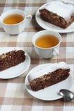Chokladkaka och grönt te Royaltyfri Fotografi