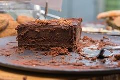 Chokladkaka på tabellen Fotografering för Bildbyråer