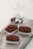 Chokladkakor i dekorativa askar Royaltyfria Bilder
