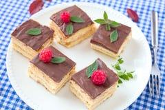 Chokladkakor med bär Royaltyfri Foto