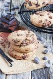 Chokladkakor med chokladchiper Arkivbild