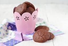 Chokladkakor med en stoppning från mascarpone och kokosnöten Arkivfoto