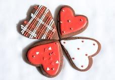 Chokladkakor med röd och vit glasyr Royaltyfria Foton