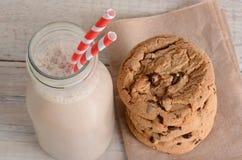 chokladkakor mjölkar Fotografering för Bildbyråer