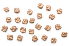 Chokladkokosnötkuber som isoleras på vit fotografering för bildbyråer