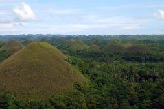 Chokladkullarna på ön av Bohol i Filippinerna Royaltyfri Fotografi