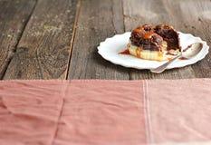 Chokladmördegstårta med rimmad karamell Royaltyfri Bild
