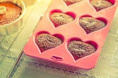 Chokladmuffin (ef filtrerad bilden bearbetad tappning fotografering för bildbyråer