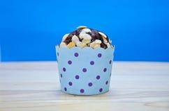 Chokladmuffin med pumpamuttern Royaltyfri Fotografi