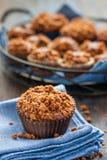 Chokladmuffin med streusel Fotografering för Bildbyråer