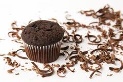 Chokladmuffin med strimlade stycken Arkivfoton